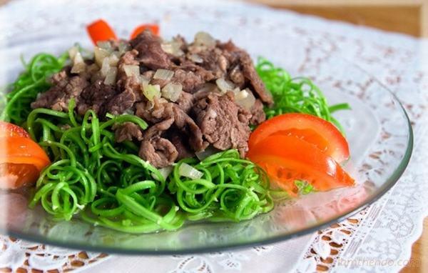 Cách làm nộm rau muống thịt bò miền Bắc đơn giản