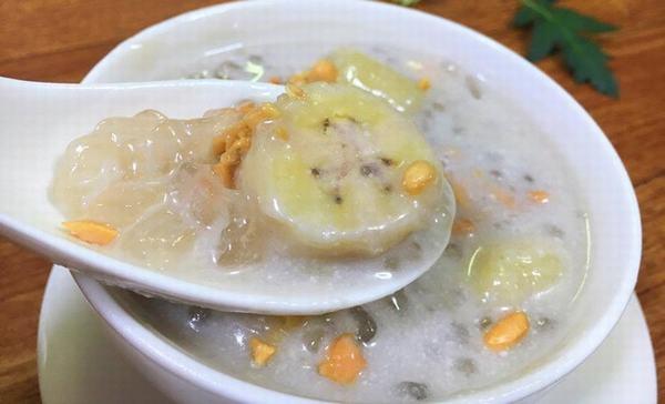 Cách nấu chè chuối đậu xanh bột báng nước cốt dừa