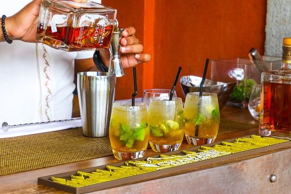Mocktail, Cocktail là gì, 5 cách pha chế Cocktail Mocktail trái cây thập cẩm từ Vodka, rượu Rum