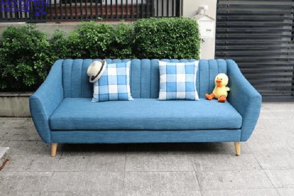 Sofa băng dài có thiết kế chắc chắn, đẹp mắt