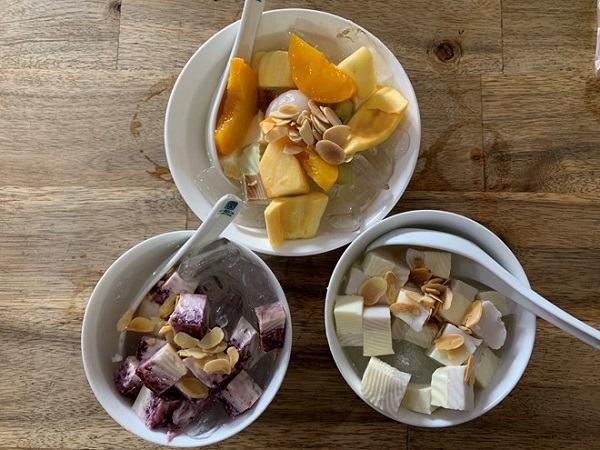 Chè khúc bạch giúp giải nhiệt khá tốt, nó có vị thanh, dịu và ngọt mát, thích hợp khi ăn vào mùa hè oi ả.