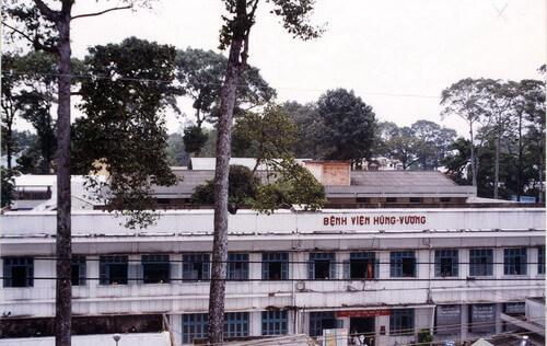 Bệnh viện Hùng Vương trước khi xây dựng lại (năm 2001)