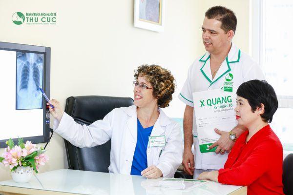 """""""Khám bệnh bằng trái tim – Giao tiếp bằng nụ cười"""" là phương châm trong tác phong dịch vụ của Bệnh viện Thu Cúc"""