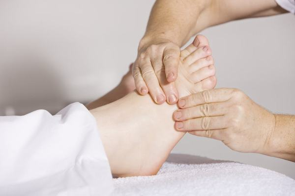 Kích thích lên bàn chân, lòng bàn chân
