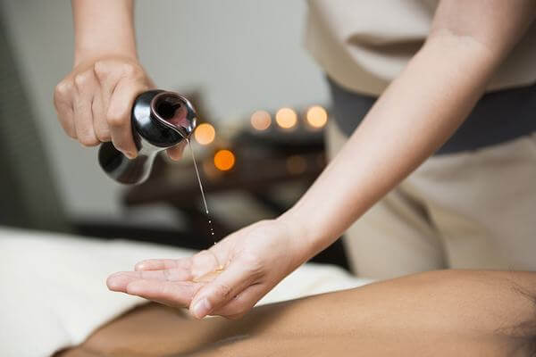Massage trị liệu sẽ mang lại hiệu quả tốt hơn đối với các triệu chứng tổn thương dây chằng, mạch máu, đau nhức vai gáy