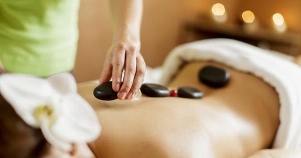Massage đá nóng Đặt lên các khu vực căng thẳng trên cơ thể loại đá ấm
