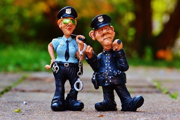 Mơ thấy công an bắt người khác, mơ thấy công an giao thông bắt xe và điềm báo, mơ thấy công an đánh con gì?