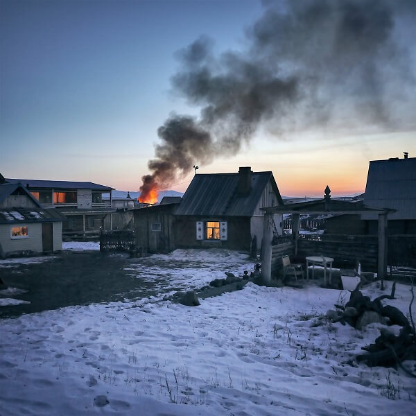 Mơ thấy cháy nhà, lửa bốc cao và mùi nồng nặc