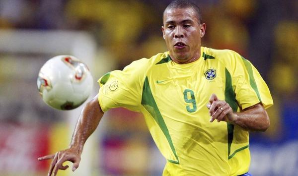 """Biệt danh """"người ngoài hành tinh Ronaldo"""" có từ đâu?"""