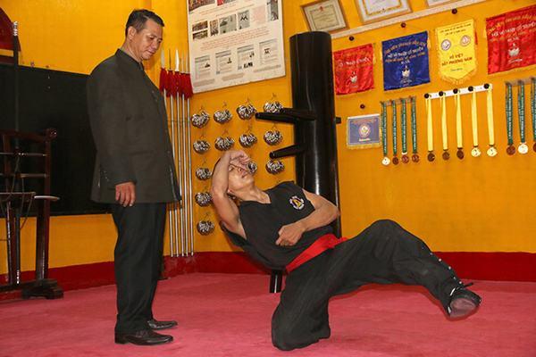 Võ sư Nguyễn Thái Bình đang luyện Túy Quyền cùng Trưởng tràng Huỳnh Quốc Hùng. Bài Túy Quyền giúp anh có cơ thể nhẹ nhàng, linh hoạt và sảng khoái.