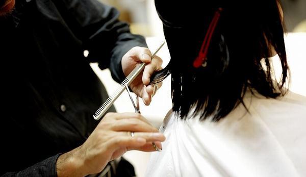 Nằm mơ thấy cắt tóc ngắn, mơ thấy người khác cắt tóc mình ý nghĩa gì, đánh số nào?