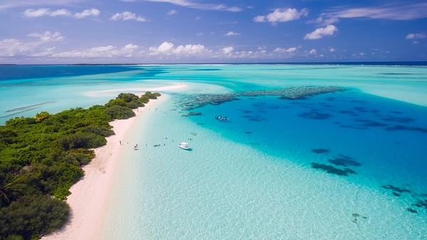 Giấc mơ thấy biển bình yên cho thấy thực tại cuộc sống của bạn đang trải qua một cách êm đềm