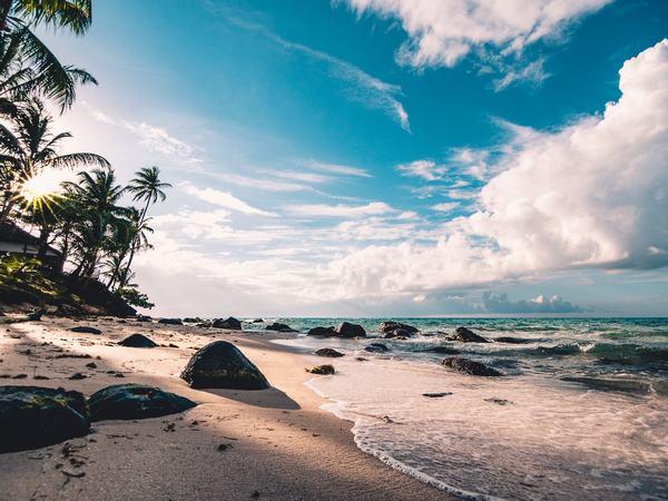 Giải mã giấc mơ thấy biển xanh nước mênh mông mang điềm báo thời gian tới sự nghiệp sẽ có nhiều điều tốt đẹp, thành quả to lớn.