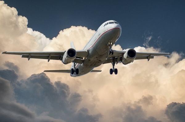 Mơ thấy máy bay rơi hoặc máy bay trực thăng, máy bay chiến đấu báo điềm gì, đánh con gì?