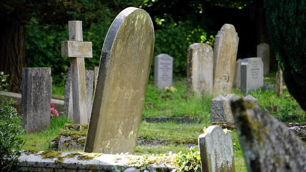 Mộng thấy ngôi mộ và người chết, các thương binh liệt sĩ