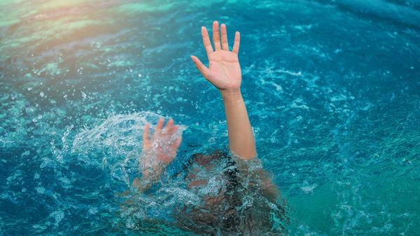 Mơ thấy người chết đuối trôi sông, chết đuối ở biển