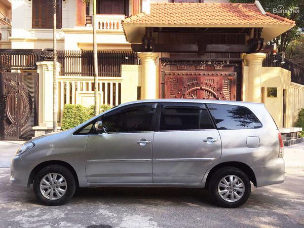 Đánh giá xe Toyota Innova đời 2010 - 2011 cho thấy xe sở hữu ngoại hình chắc khỏe, hiện đại