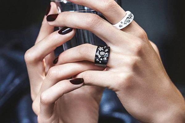 5 ý nghĩa đeo nhẫn các ngón tay nữ & nam giới đầy đủ và chính xác