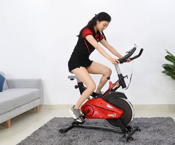 Sử dụng xe đạp tập giúp đốt cháy mỡ