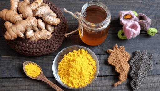 Tinh bột nghệ và mật ong chữa đau dạ dày sau sinh