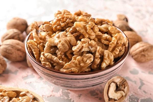 Hạt óc chó được mệnh danh là vua của các loại hạt với hàm lượng dinh dưỡng cao, rất tốt cho sức khỏe.